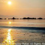 白石島 波と夕日